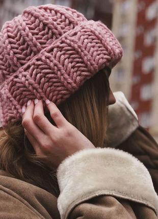 Обьемная шапка крупной вязки