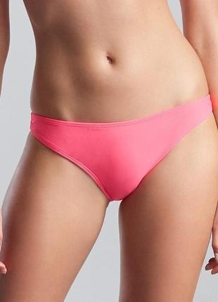 Яркие розовые плавки купальник
