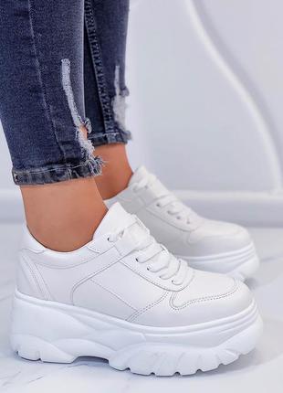 Кроссовки белые на толстой подошве