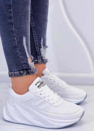 Кроссовки белые на волнистой подошве