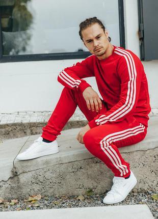 Мужской спортивный костюм красний
