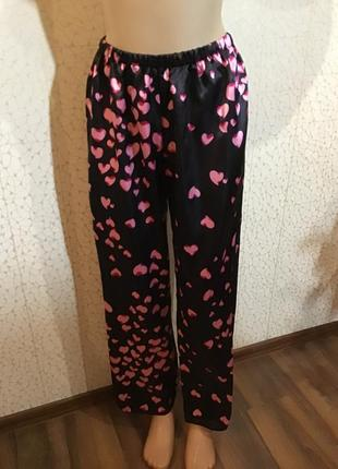 Красивые домашние штаны в сердечки