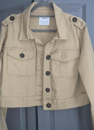 Укороченная куртка primark бежевая
