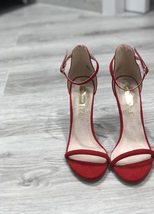 Продам класичні, нові туфлі Primark
