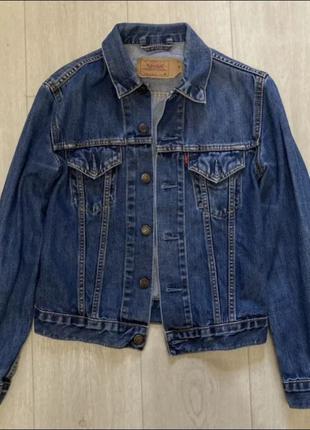 Джинсовая куртка Levi's. .