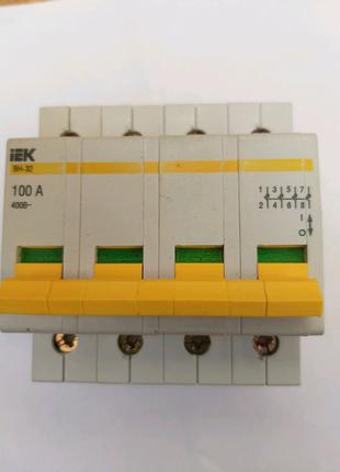 Выключатель нагрузки IEK типу ВН-32  на 100А