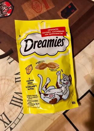 Лакомства для котов с сыром Dreamies 60 г