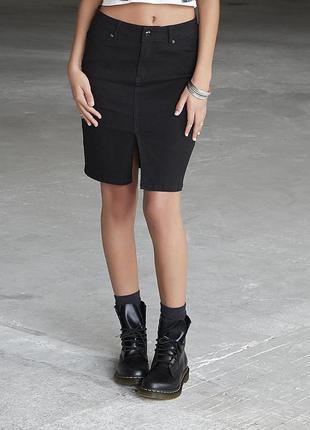 Стильная черная юбка - каранадаш из сша, спереди разрез