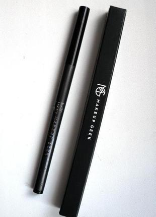 Черный карандаш для глаз от makeupgeek