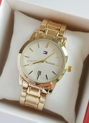 Женские наручные часы золотого цвета с белым циферблатом, отоб...
