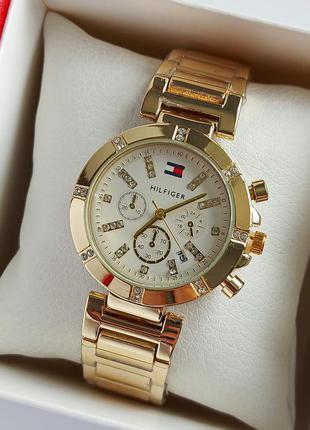 Женские наручные часы золотого цвета с камушками, белый циферблат