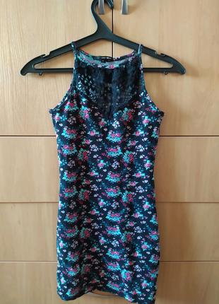 Платье в обтяжку с цветочным принтом и кружевом на груди