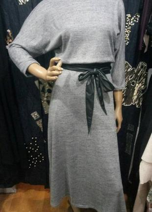 Платье осень  серое длинное с широким поясом