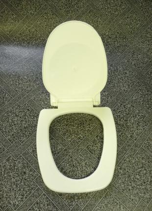 Сидіння унітазу (Унітазна кришка). Сиденье с крышкой для унитаза