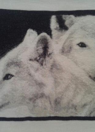 Картина вышитая, Волки.