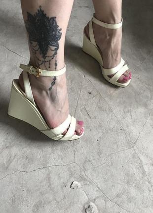 Prada nude patent leather sandals wedges винтажные босоножки о...