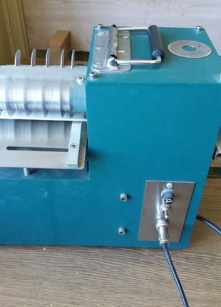 Машинка для нарізки полос; шкіра, заміник, картон, тканина.   Шир