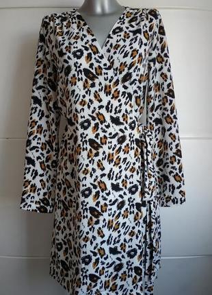 Красивое платье sweewe paris с хищным принтом на запаха