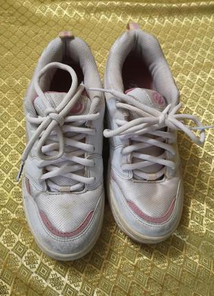 Роликовые кроссовки на колесах