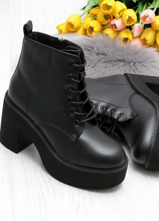 Эффектные удобные демисезонные женские черные ботинки на шнуровке