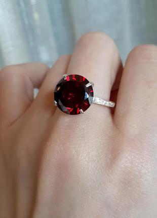 Серебряное  кольцо персия с красными камнями