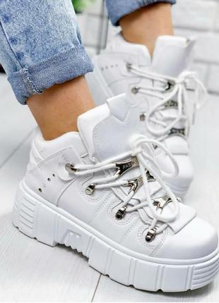 Высокие кроссовки осень  ботинки женские толстая подошва