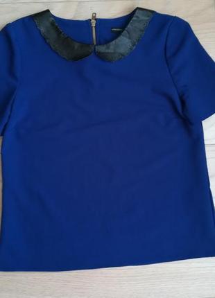 Плотная синяя блуза с кожаным воротником
