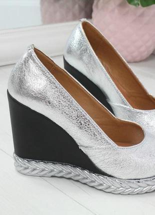 Туфли, босоножки серебро на черной танкетке натуральная кожа