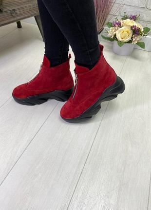 Ботинки, кроссовки красные на высокой подошве деми / зима...