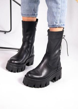 Женские высокие ботинки на тракторной подошве