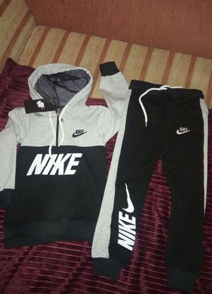 Спортивный костюм Nike 450 грн.