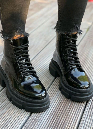 Ботинки натуральная лак-кожа