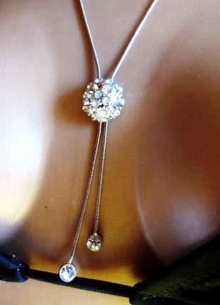 Блестящее нежное ожерелье со сверкающими стразами