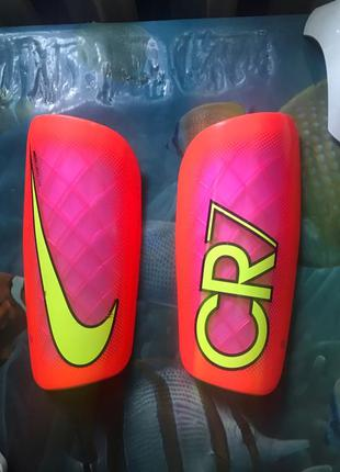 Щитки Nike Mercurial CR7