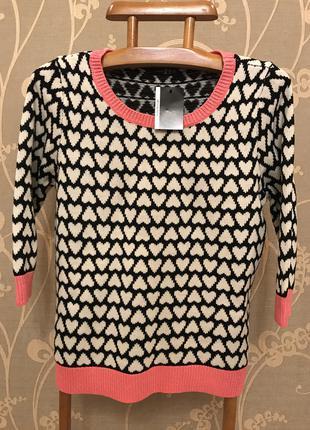 Очень красивый и стильный брендовый свитерок.