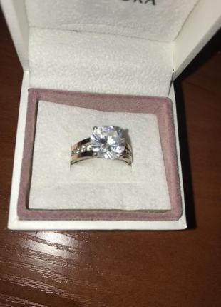Кольцо с фианитом золото с серебром