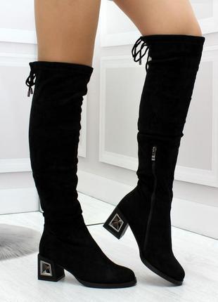 Элегантные женские черные высокие сапоги на фигурном каблуке