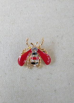 Брошь пчела с красными крыльями