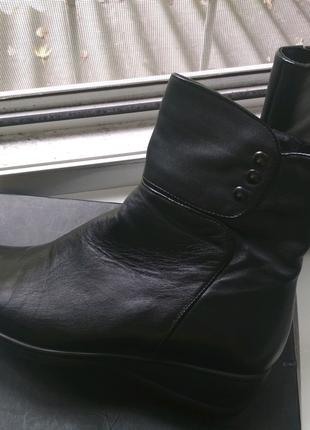 Осенние женские кожаные ботинки новые