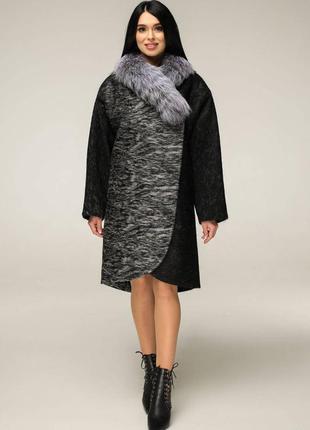 Пальто зимнее шерстяное с воротником из чернобурки