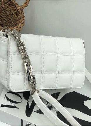 Белая стёганная сумка на плече клатч с цепью с ремешком