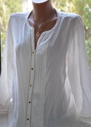 Красивая блуза на пуговицах