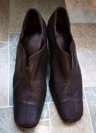 Кожаные закрытые туфли, ботильоны