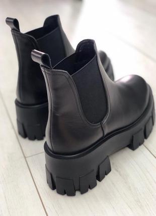 Ботинки женские в стиле прада prada на массивной тракторной по...