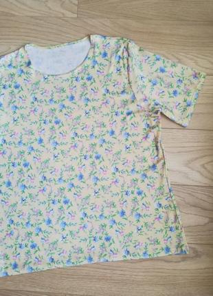 Плотная футболка в меленький цветок