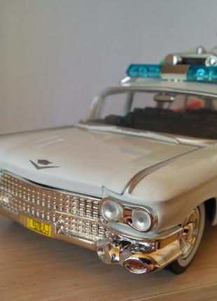 "Модель Ecto-1, Cadillac из фильма ""GhostBusters"", масштаб 1:24"