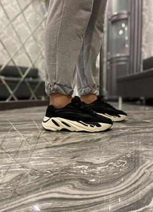 Кроссовки adidas yeezy boost 700 black white