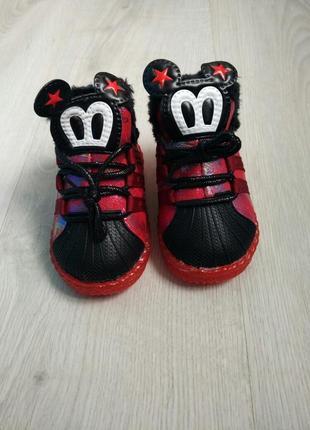Крутые ботинки на меху с прорезиненным носком и светящейся под...