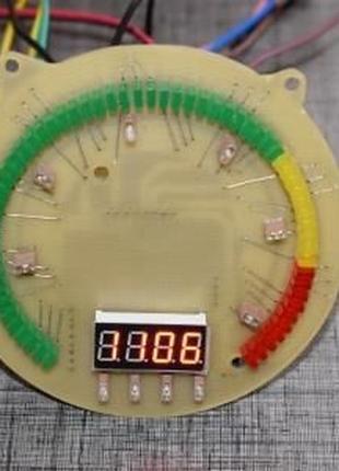 Квазианалоговый тахометр с фиксацией пиков с часами