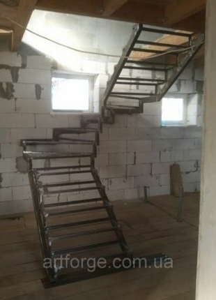 Лестница в квартиру, дом, дачу. Металлоконструкции, ковка